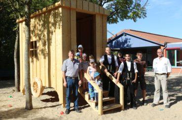 Neues Spielhaus Für Kita In Kastorf