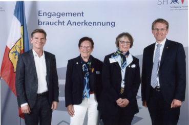 Anerkennung Durch Ministerpräsident Daniel Günther Für Das Engagement Der Vorsitzenden Der Berkenthiner Landfrauen Angelika Von Keiser