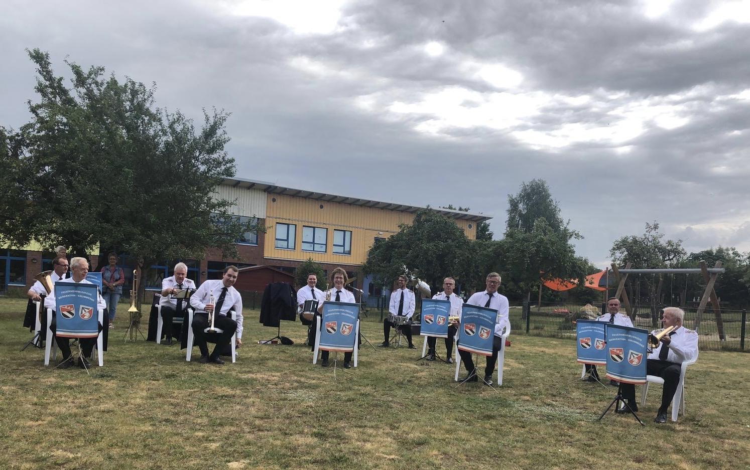 Feuerwehrmusikzug Berkenthin-Krummesse Spielt Für Bewohner Des DRK-Seniorenhauses In Berkenthin