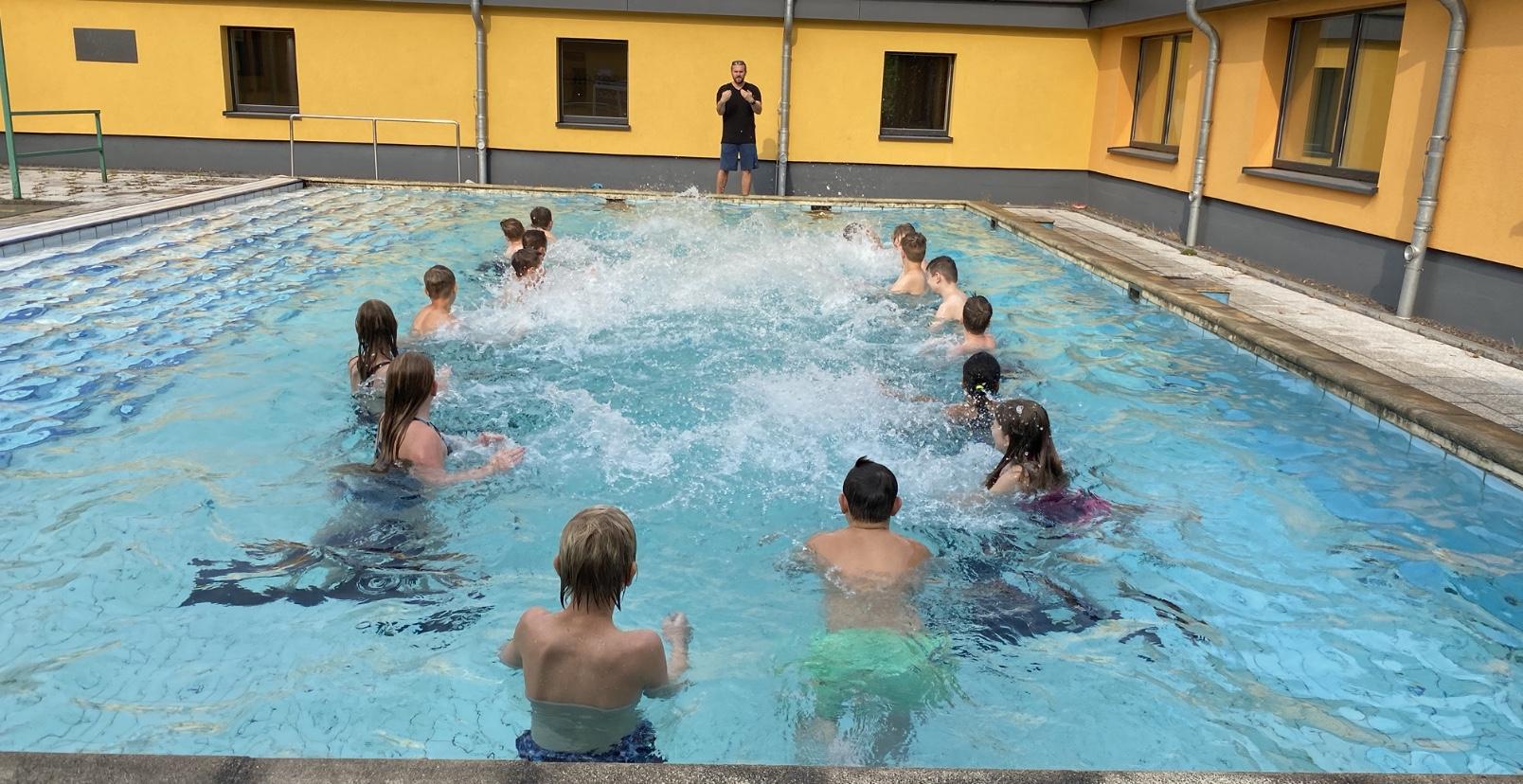Stecknitz Schule Kann Bei Hitze Auf Lehrschwimmbecken Zurückgreifen