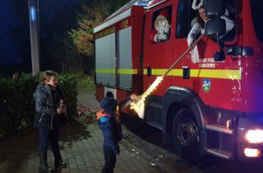 """In Sierksrade Kam Der Nikolaus Mit Einem Roten """"Schlitten"""""""