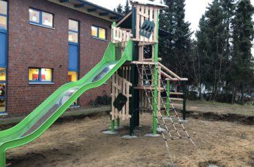 Neues Klettergerüst Für Grundschülerinnen Und Grundschüler Der Stecknitz-Schule
